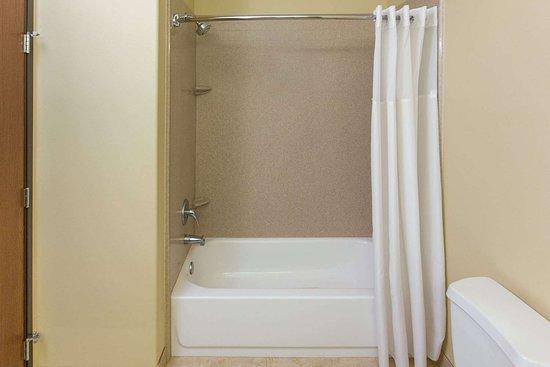 Bunkie, LA: Guest room bath
