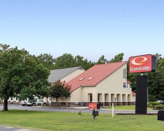 Econo Lodge and Suites Carrollton Smithfield hotel in Carrollton, VA