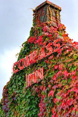 Tormarton, UK: compass inn grounds and hotel OP