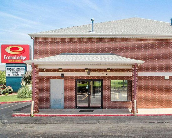 Econolodge Inn and Suites: Hotel entrance