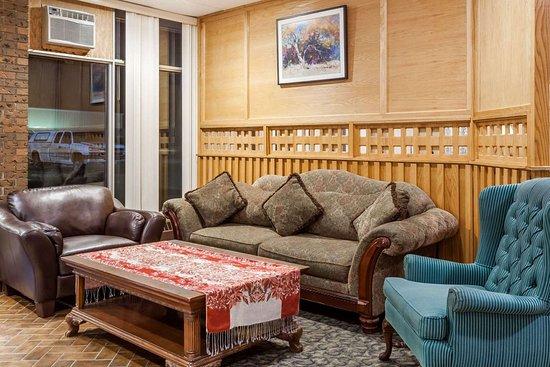 Melville, Kanada: Lobby