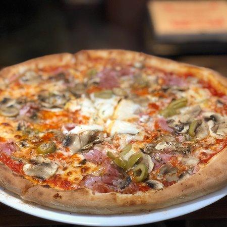 Dupnitsa, Bulgaria: Pizza Al Castello