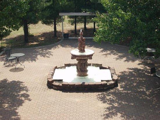 Sikeston, MO: Courtyard