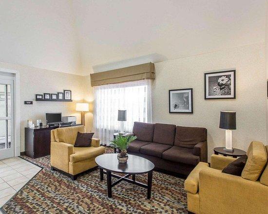 Sleep Inn & Suites Smyrna: Spacious lobby