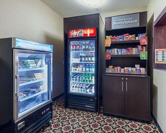 Comfort Suites: Hotel marketplace