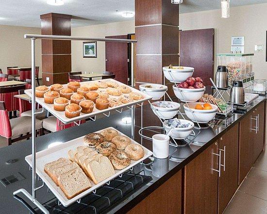 Comfort Suites: Assorted breakfast items