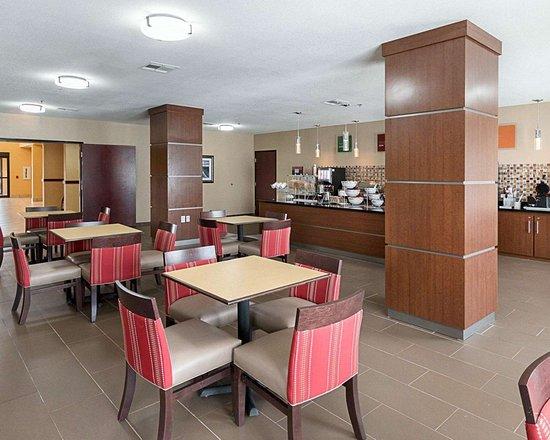 Comfort Suites: Breakfast room
