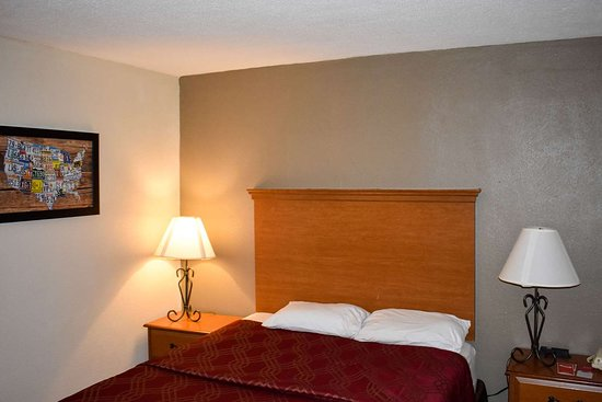 Econo Lodge: Guest room with queen bed(s)