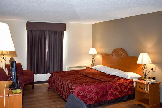 Econo Lodge: Guest room with king bed(s)