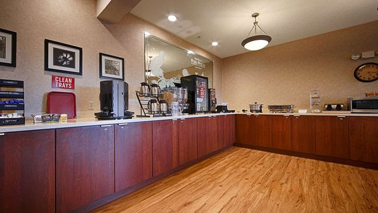 Best Western Plus Park Place Inn & Suites : Breakfast Room