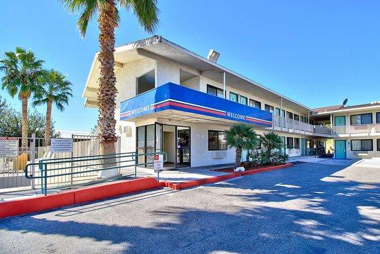 Motel 6 Nogales : exterior