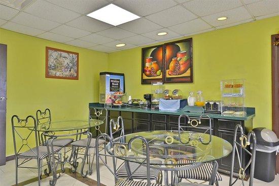 Haltom City, تكساس: Breakfast Area