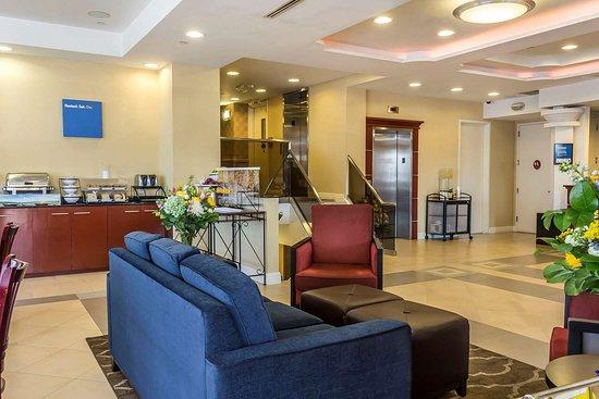 Maspeth, État de New York: Hotel lobby