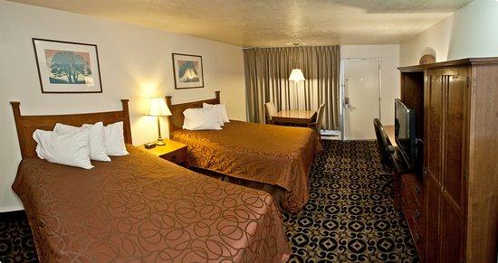 Roosevelt, UT: Two Queen Beds