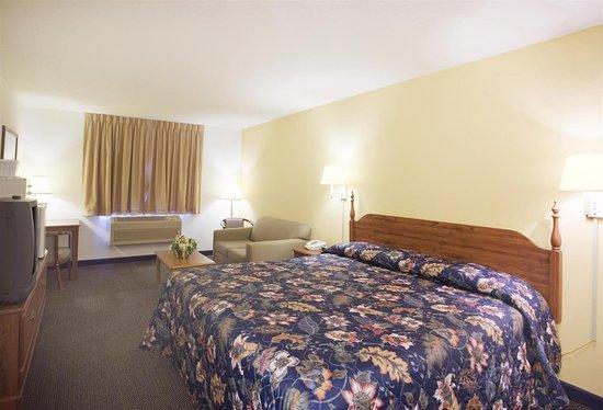 Lake Mills, WI: One King Bed