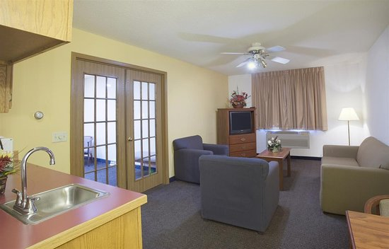 Lake Mills, WI: One King Bed Executive Suite