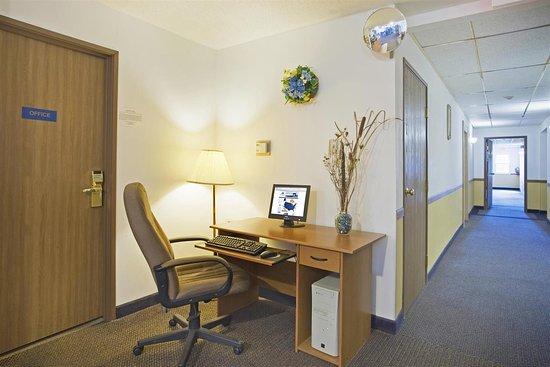 Lake Mills, WI: Business Center
