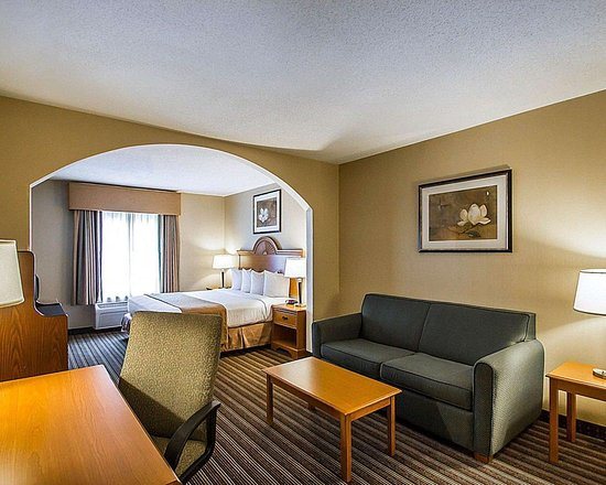 Quality Inn & Suites Fishkill: Spacious suite