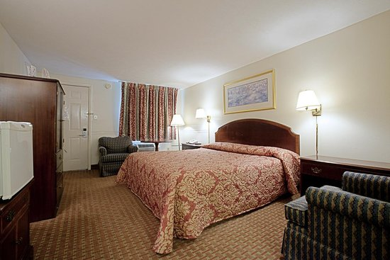 Americas Best Value Inn - Charles Town: One King Bed