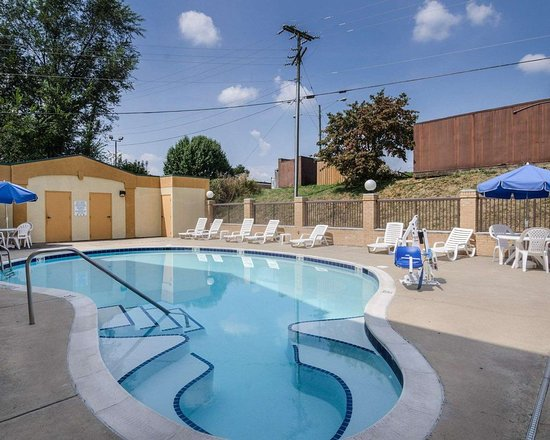 Comfort Inn Waynesboro: Outdoor pool