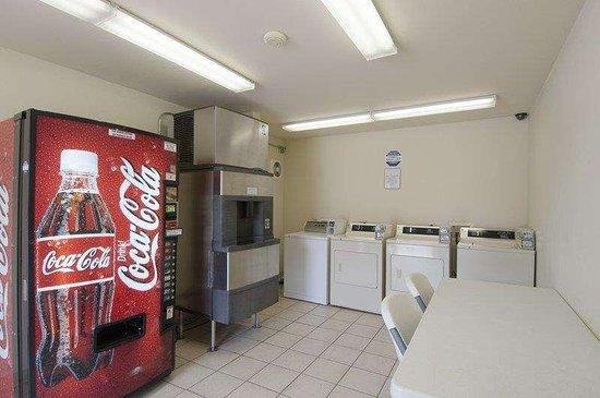 Clarksville, AR: Laundry Room