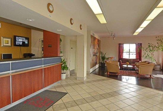 Red Roof Inn San Antonio I-10 East: Lobby
