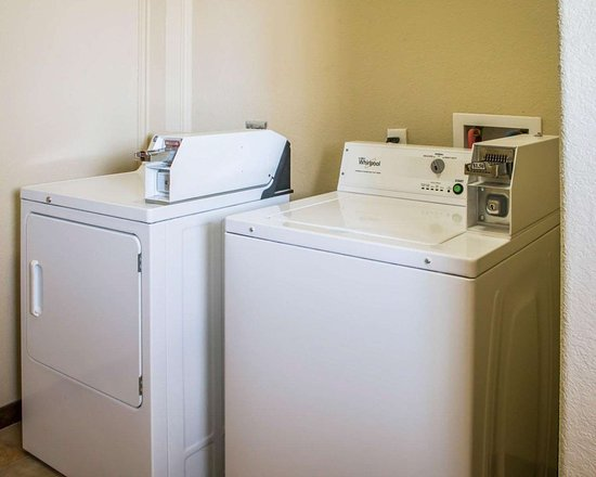 Sleep Inn & Suites at Six Flags: Guest laundry facilities