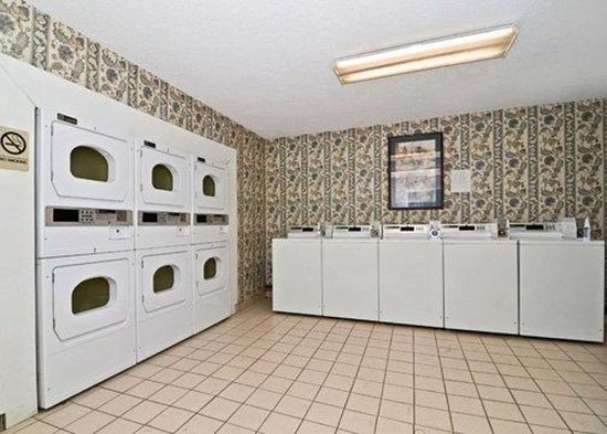 Suburban Extended Stay Bartlett: Guest laundry facilities