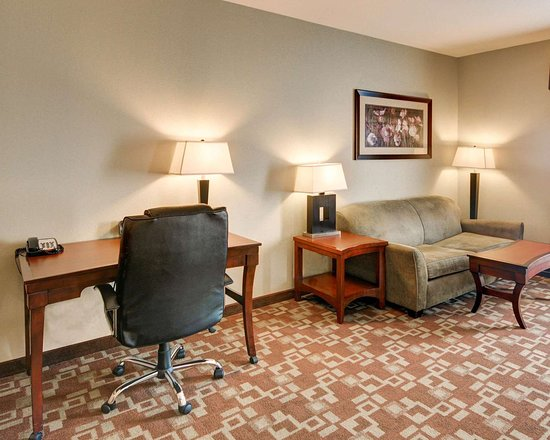 Richland Hills, TX: Spacious suite with sofa sleeper