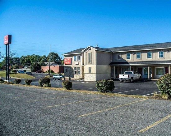 Econo Lodge and Suites North Syracuse: Hotel exterior