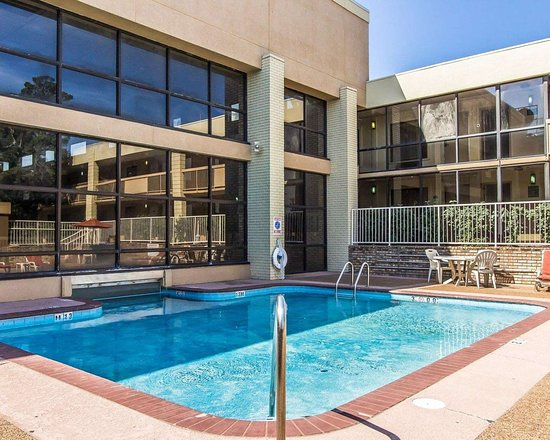 Quality Inn : Outdoor pool