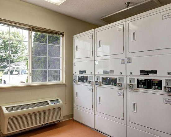 Suburban Extended Stay Hotel Dulles Sterling: Guest laundry facilities
