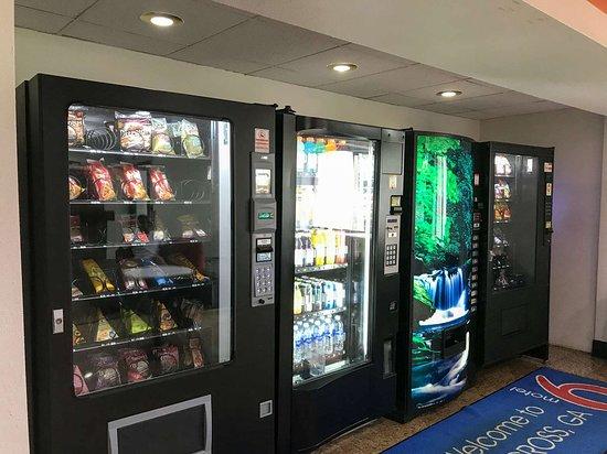 Motel 6 Norcross: vending