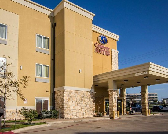 Comfort Suites West Dallas - Cockrell Hill: Hotel exterior