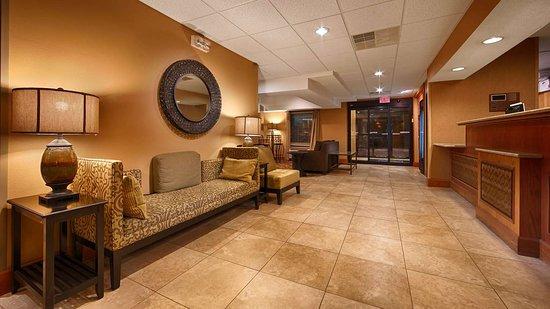 Best Western Plus Mishawaka Inn: Lobby