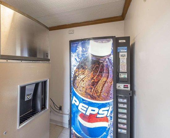 Uhrichsville, OH: Vending