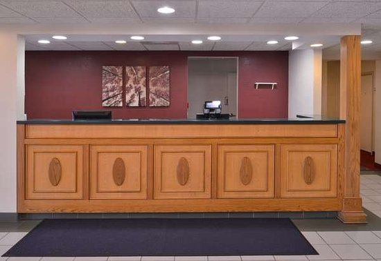 Clyde, OH: Front Desk