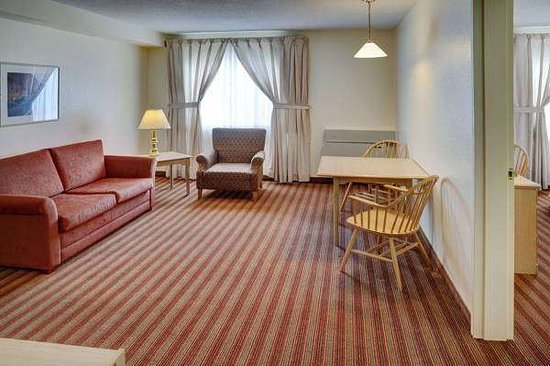 Knights Inn & Suites Miramichi : Guest room