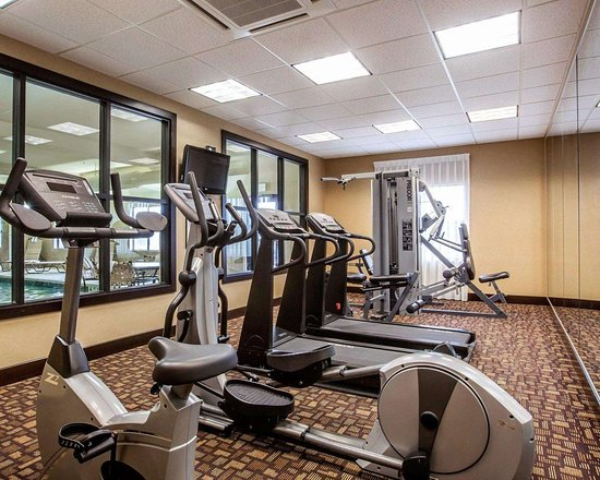 Hogansburg, Νέα Υόρκη: Fitness center with cardio equipment and weights