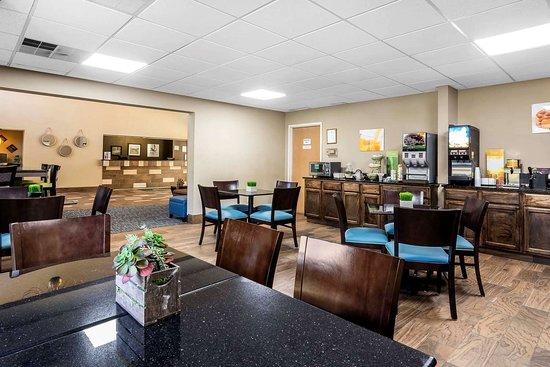 breakfast area picture of quality inn suites exmore tripadvisor rh tripadvisor com