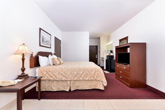 Somerville, TX: One Queen Bed