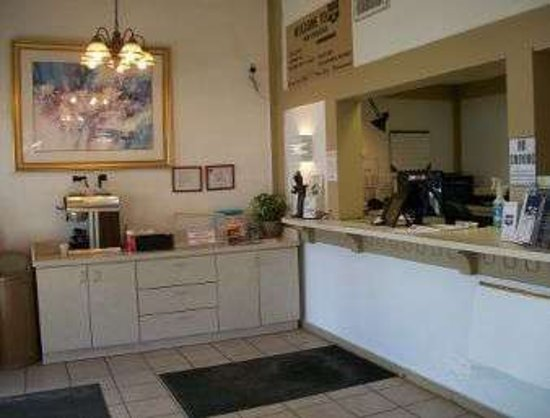Rossford, OH: Front Desk