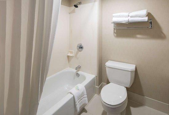 Best Western Plus Denver International Airport Inn & Suites: BW DIA Standard Guest Bathroom