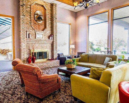 quality inn oakwood 93 1 1 7 updated 2018 prices. Black Bedroom Furniture Sets. Home Design Ideas