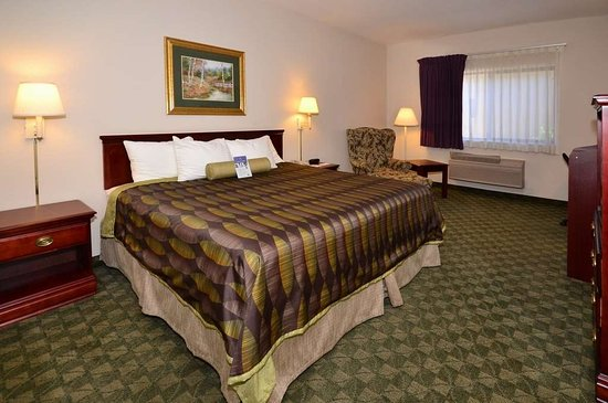 Neosho, MO: Our king rooms meet all your needs.