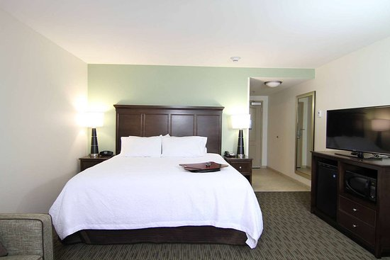 Hampton Inn Huntington University Area: Guest room