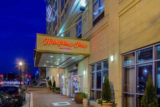 hampton inn washington dc convention center 170. Black Bedroom Furniture Sets. Home Design Ideas
