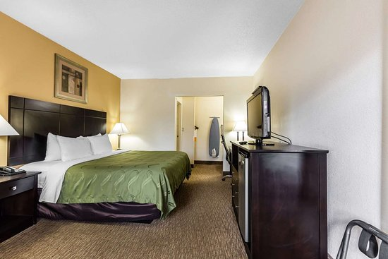 Quality Inn Tullahoma: Guest room with one bed
