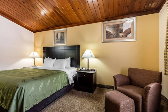 Quality Inn Tullahoma: Guest room with king bed(s)