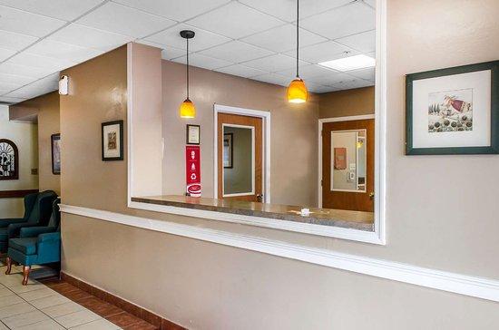 Econo Lodge Inn Amp Suites Denver Updated 2018 Prices